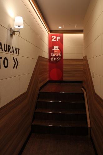 「ガスト武蔵小杉駅前店」への階段