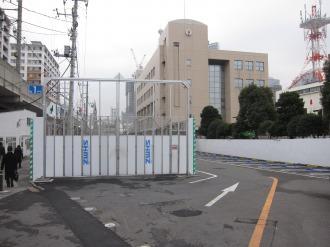 工事車両の通路と現状の駐車場