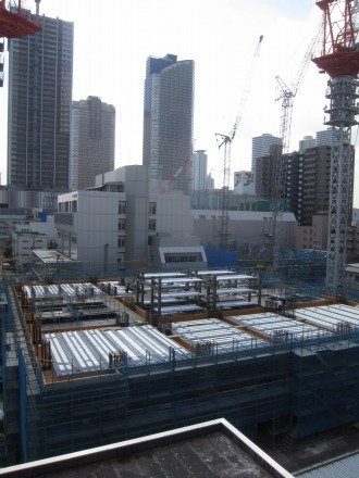 建物躯体が組みあがり始めたタワーマンション棟