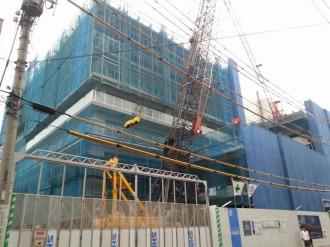 13階建ての賃貸棟と商業施設
