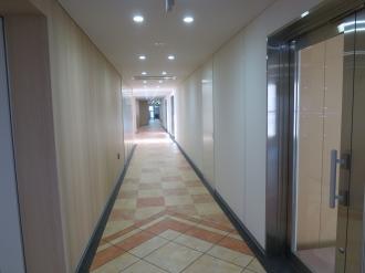 「セントア武蔵小杉」上階の廊下