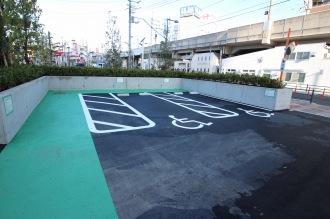 再整備された中原区役所の身障者用駐車場