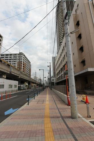 電線地中化前の都市計画道路(中原区役所前)