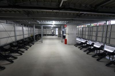 東急線高架下の暫定駐車場