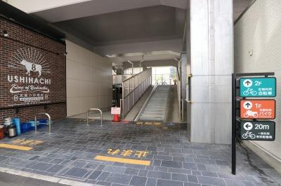 東急武蔵小杉駅南口高架下に整備されたバイク駐車場