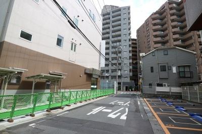 仮店舗の4階建てビル