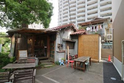 川崎信金仮店舗奥の「64Cafe+Ranai」