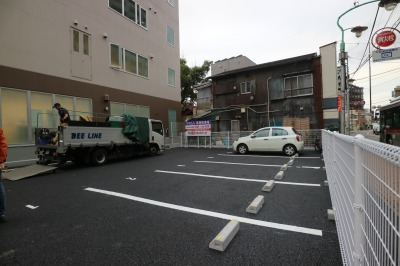府中街道側の専用駐車場