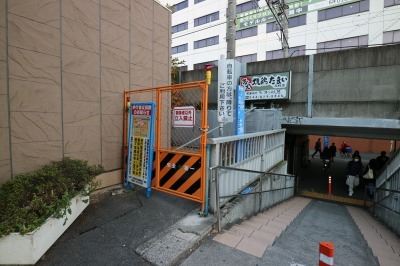 川崎信金北側の歩行者通路