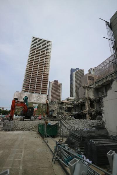 解体が進む旧みずほ銀行武蔵小杉支店