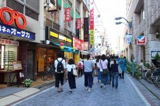 武蔵小杉駅前通り商店街のにぎわい