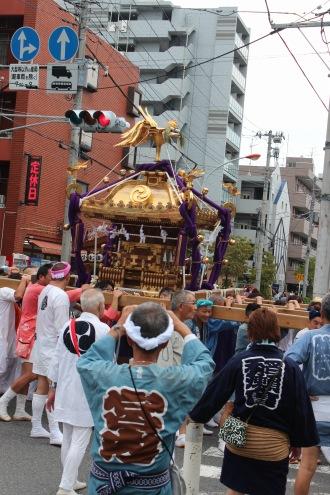 中原街道を通る大神輿