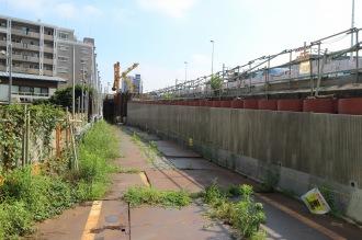 隣接する上丸子跨線橋拡幅工事