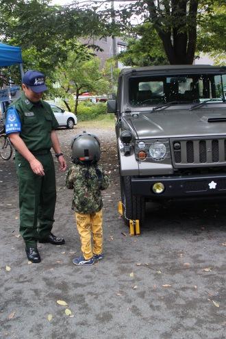 自衛隊車両の展示と撮影会