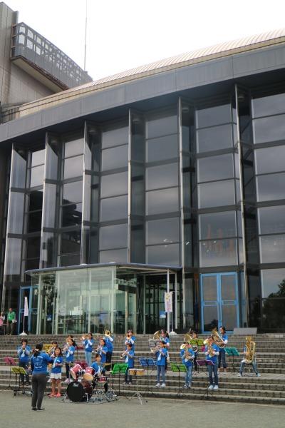 市民ミュージアム前のステージ「上丸子小学校音楽クラブ」