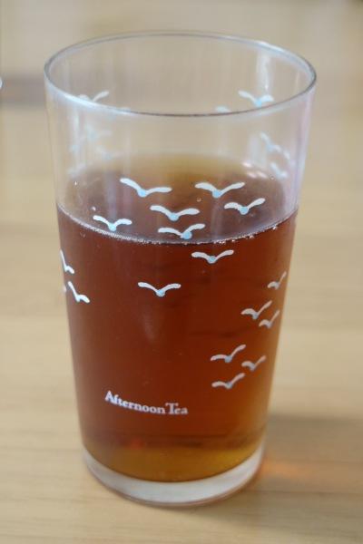茶褐色の「黒湯サイダー」