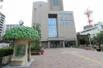 整備された中原区役所の正門前広場