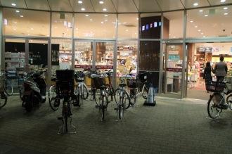 フーディアム前の放置自転車