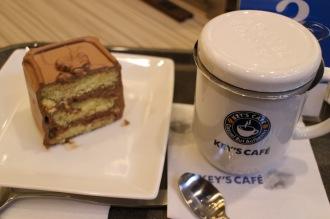 紅茶とトップスのチョコレートケーキ