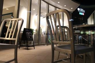 屋外のテラス席