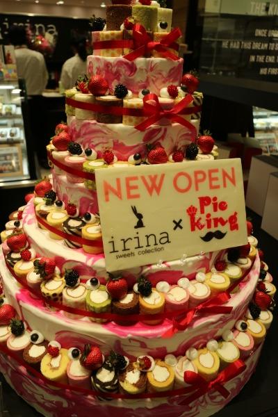 「irina」「Pie King」コラボのロールケーキタワー