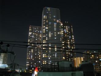 入居の進んだリエトコート武蔵小杉イーストタワー(左)