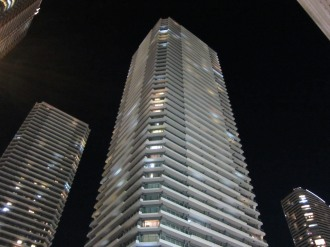 夜のイーストタワー