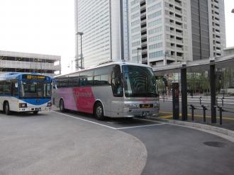 横須賀線武蔵小杉駅ロータリーの羽田空港行きリムジンバス