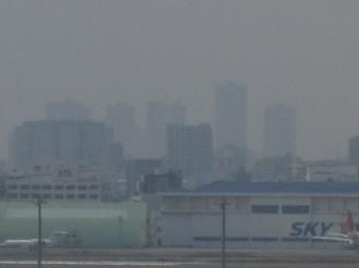 第1ターミナル展望デッキから見える武蔵小杉の高層ビル群
