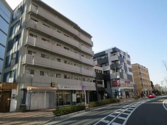 中丸子地区の店舗付きマンション群