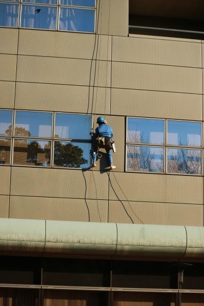 とどろきアリーナの窓掃除