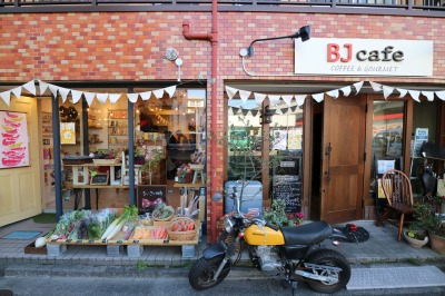 「新丸子の路地裏マルシェ」が開催された「Common Life」と「BJcafe」