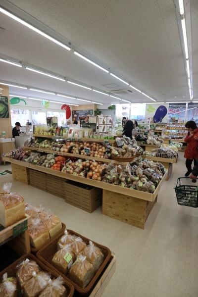 地産マルシェ武蔵小杉店の店内