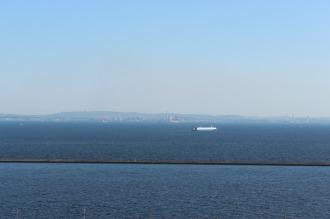東京湾の向こうに見える千葉県