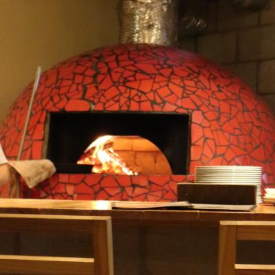 ナポリ風のピッツァ窯