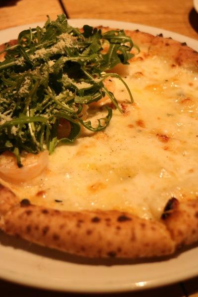 クアトロフォルマッジ・小エビとリコッタチーズのハーフ&ハーフ