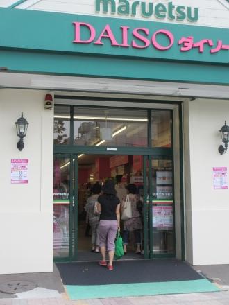 マルエツ小杉店の東急スクエア側出入口