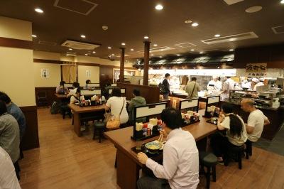 「丸亀製麺武蔵小杉店」の店内