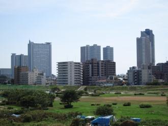大田区側から見た武蔵小杉の高層ビル群
