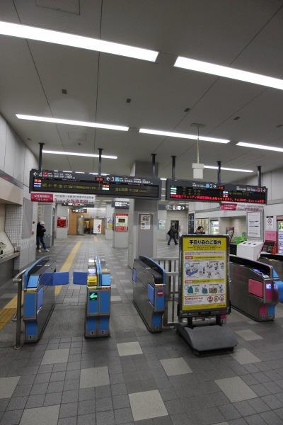 「マクドナルド新丸子駅店」があった新丸子駅の改札内