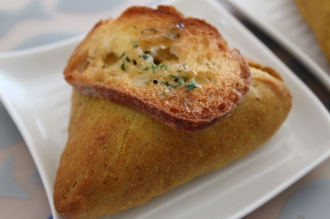 ブーランジュリー・メチエとKOSUGI CURRYの焼きカレーパン