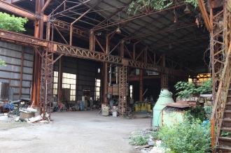 事件現場でよく出てくる廃工場の内部