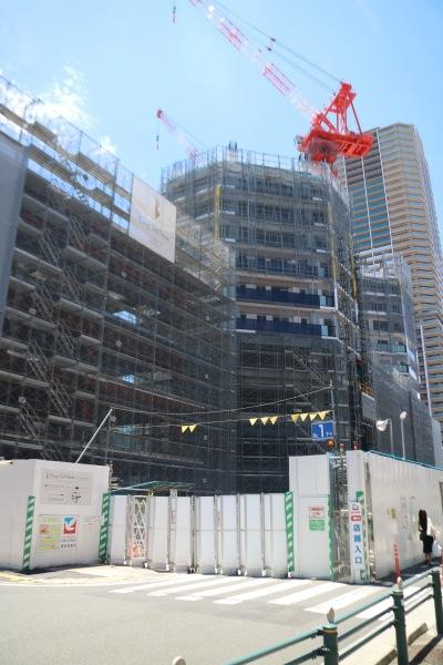 敷地北側で建設が進むタワーマンション部分