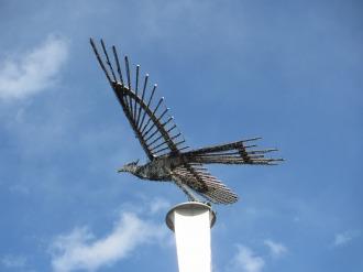 元町商店街で見かけた、鳥のモニュメント