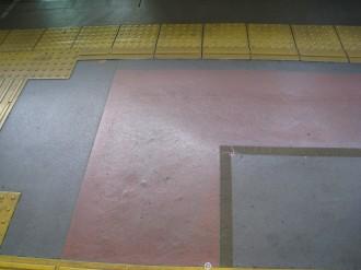 エレベーター前の斜面(自由が丘駅)