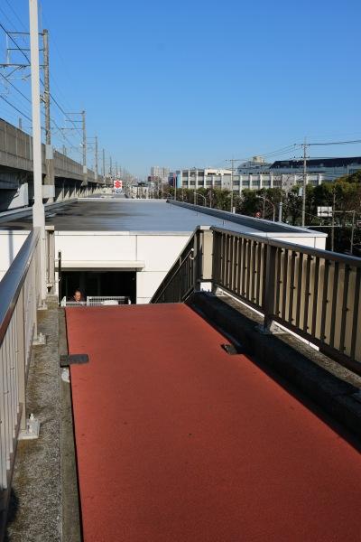 2階建て駐輪場との接続部