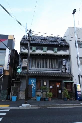 府中街道沿いの「むさし野」本店