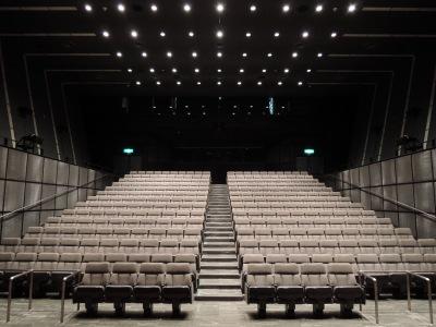 映像ホールの客席
