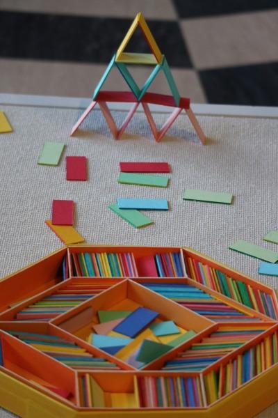 カラフルな積み木(積み紙)