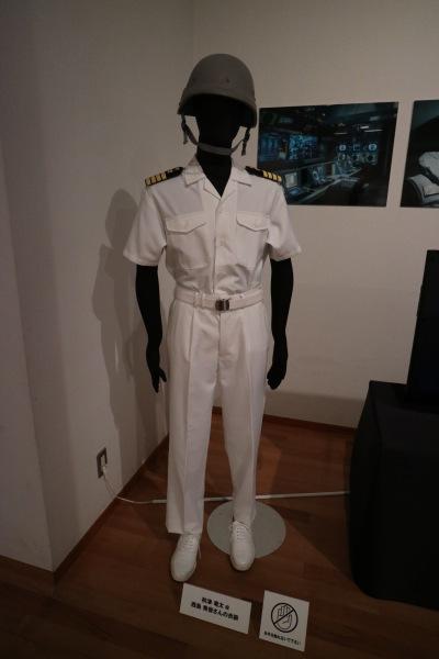 西島秀俊さんの衣装